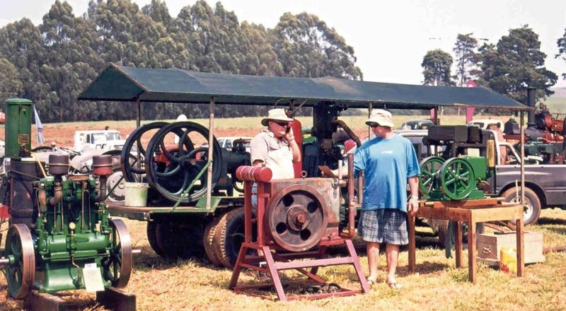 SAVTEC - National Show 2003 - Engines1