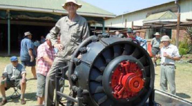 "SAVTEC - Nasionale Skou 2011 - 25 - Neels Booyens se 9 silinder ""Tank"" enjin"